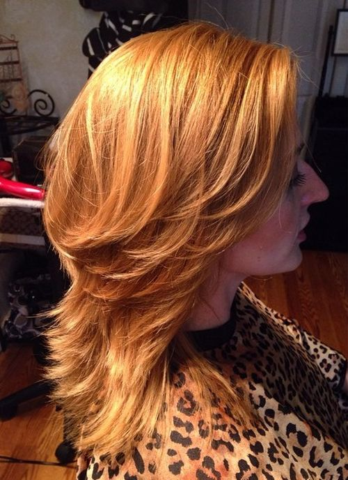honey-blonde layered hairstyle