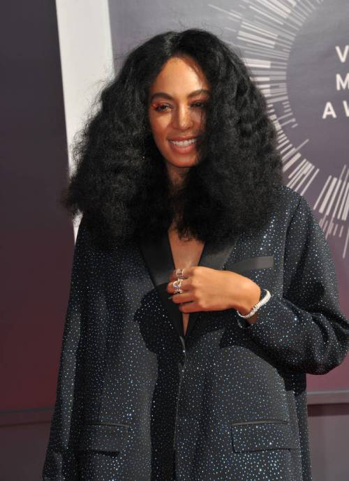Solange medium natural hairstyle