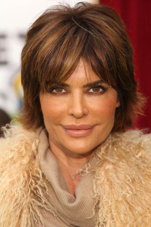 Lisa Rinna hairstyle with highlights