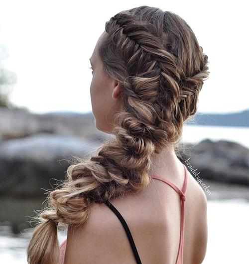messy voluminous side braid