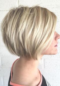 1-layered-blonde-bob