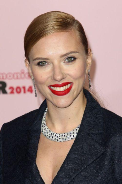 Scarlett Johansson ponytail