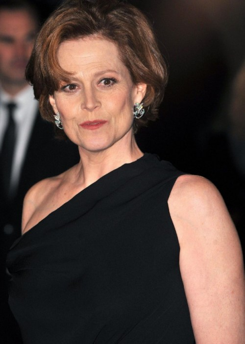 Sigourney Weaver short curly hairstyle