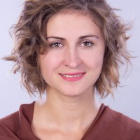 short curly hairstyle for fine hair