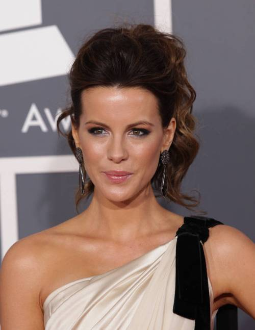 22: Kate Beckinsale?s Cute Christmas Hairstyle For Curly Hair