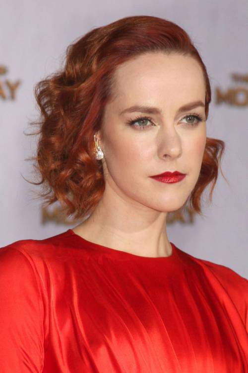 Jena Malone short copper red curly hairstyle