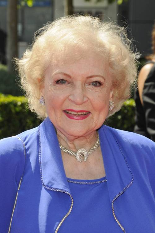 short-wispy-hairstyle-for-older-women-from-betty-white.jpg?w=500