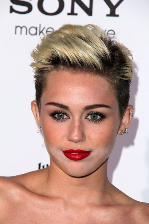 Miley Cyrus short hairstyle with lift at roots