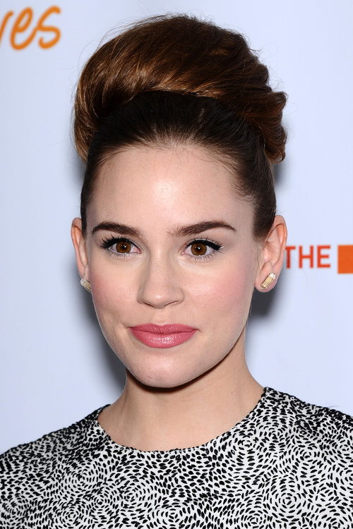 Hairstyle Pic: Bun Hairstyles As A Universal Solution For ...