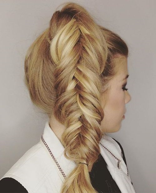 side fishtailed ponytail