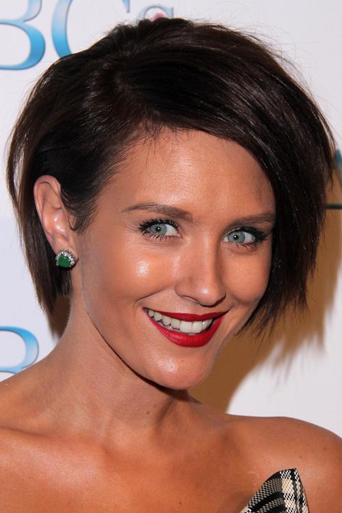 asymmetric short layered hairstyle