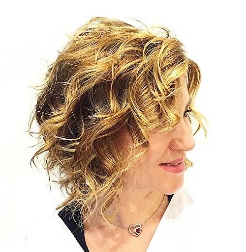 Wavy bob hairstyle for thin hair