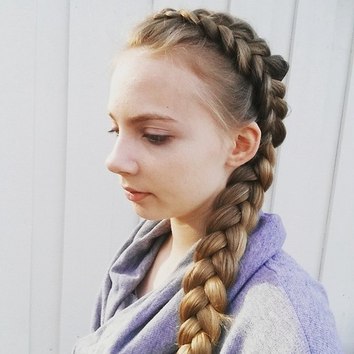 side braid hairstyle for long hair