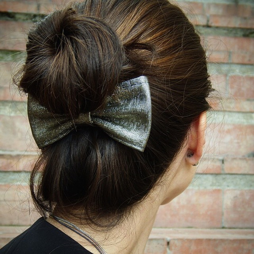 quick bun hairstyle