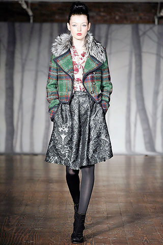 00090m NYC FASHION WEEK:  ONES TO WATCH   The Sche Report / Margaret Sche