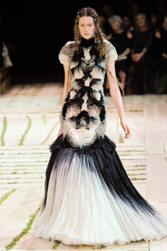 A NEW ERA FOR THE MCQUEEN BRAND   The Sche Report / Margaret Sche