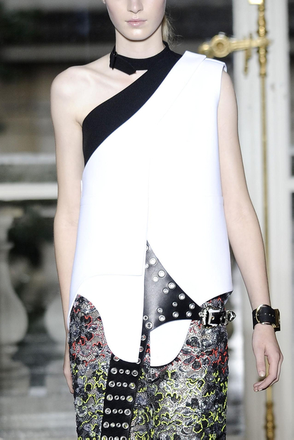 my zoomed image 1 SPRING/SUMMER 2011 TOP 10 TRENDS:  #8 ASYMMETRY   The Sche Report / Margaret Sche