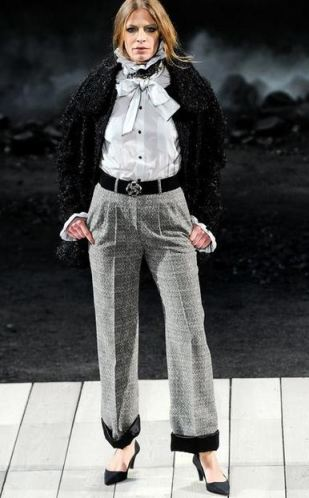 runway1 5 KEY ITEMS FOR FALL 2011: GET THE LOOK   The Sche Report / Margaret Sche