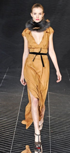 29 rmo pf11 066 FALL 2011 TREND ALERT: OBI BELTS   The Sche Report / Margaret Sche