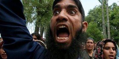 13780222383_26915158c4_b_angry-muslim