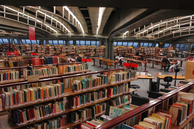Library. Photo by João Mussolin