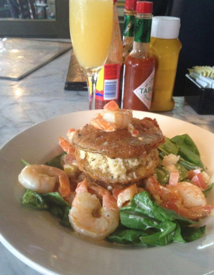 Eatung in New Orleans: Shrimp & Grits Napolean at Le Bayou.