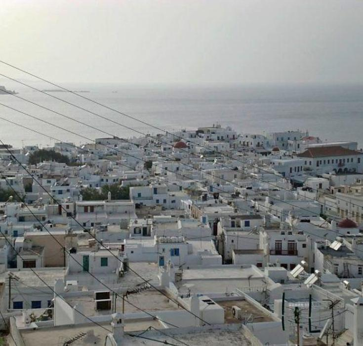 48 hours in Mykonos: Things to Do & See! Travel to this popular Greek Isle to eat delicious Greek food, shop, party and take in amazing white architecture! You will not regret visiting Mykonos in Greece!