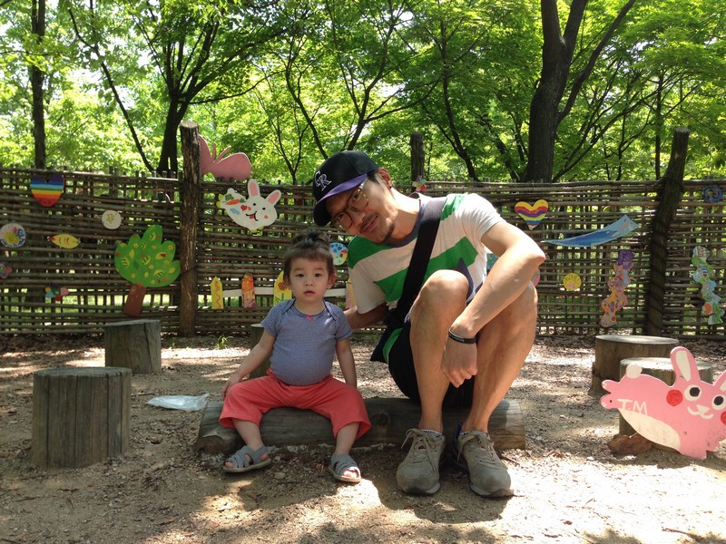 Pyeongwha (Peace) Park, World Cup Park, Seoul, Korea: Jae-oo and baby