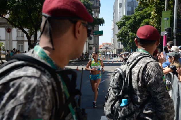Security guards watch the Women's marathon at the Rio 2016 Summer Olympics. (Tânia Rêgo/Agência Brasil)