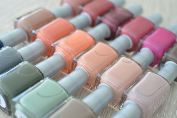 Stefanie of the Style Safari wears Soulstice Spa 5-Free Marin County Nailpolishes