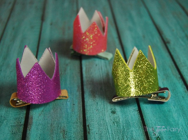 Make a Mini Crown Hair Clip easily with foam sheets for fun pretend play with your little one! | The TipToe Fairy8