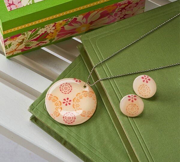 Fair-isle-DIY-necklace-and-earrings