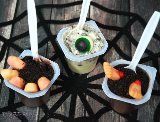 Zombie Pudding Cups - perfect for Halloween parties and snacks! #ad #SpoonfulofFun | The TipToe Fairy