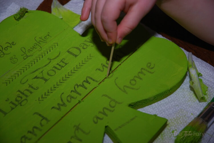 Make a simple Irish Blessing plaque for St Patrick's Day! #DIY #craft #tutorial