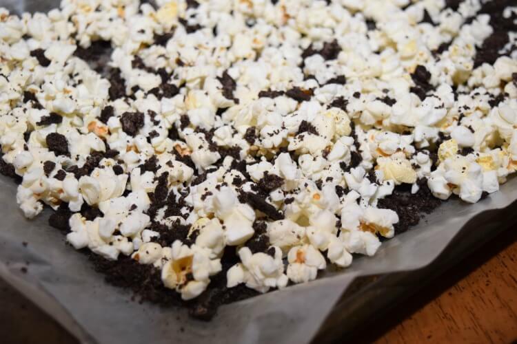 Make some Undead Popcorn w/the Popcorn Blog Hop! #popcornboxparty2016 #halloween