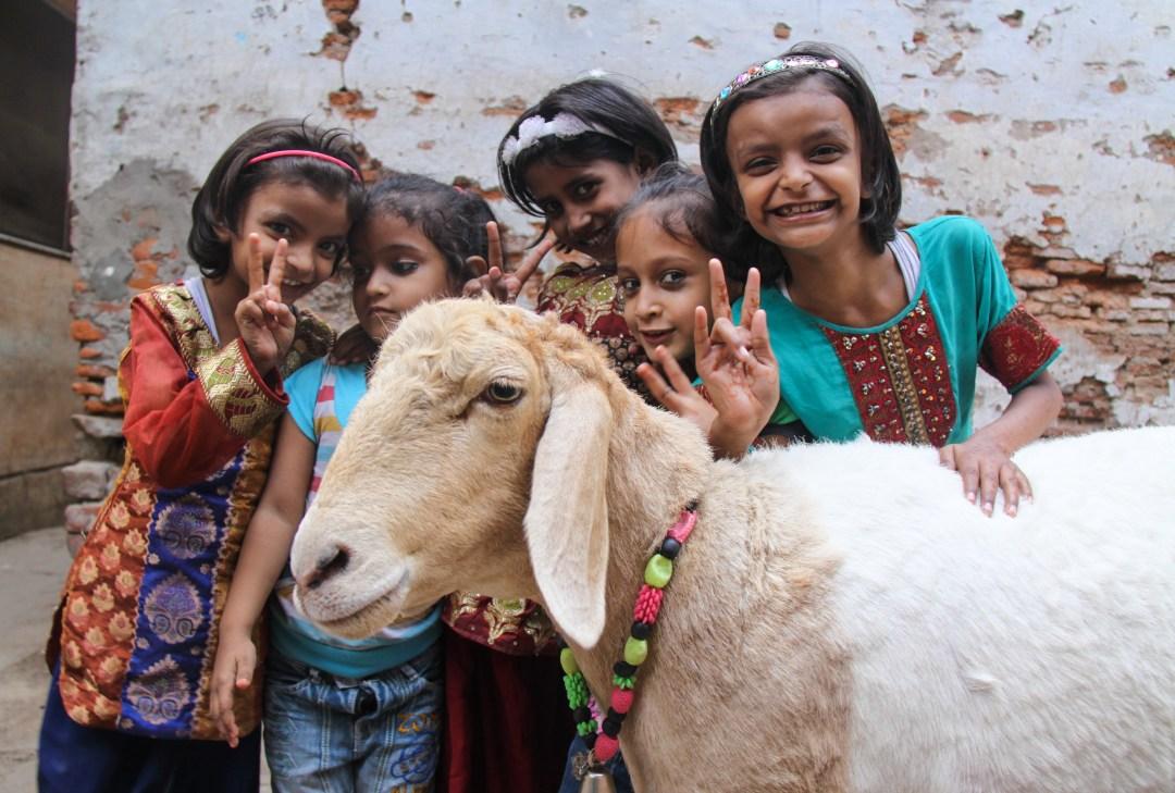 Varanasi, girls playing - International Women's Day
