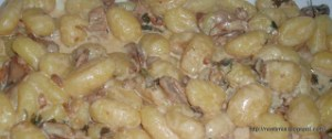 Νιόκι μεθυσμένα με σάλτσα πορτσίνι - Potato gnocchi in drunk porcini sauce