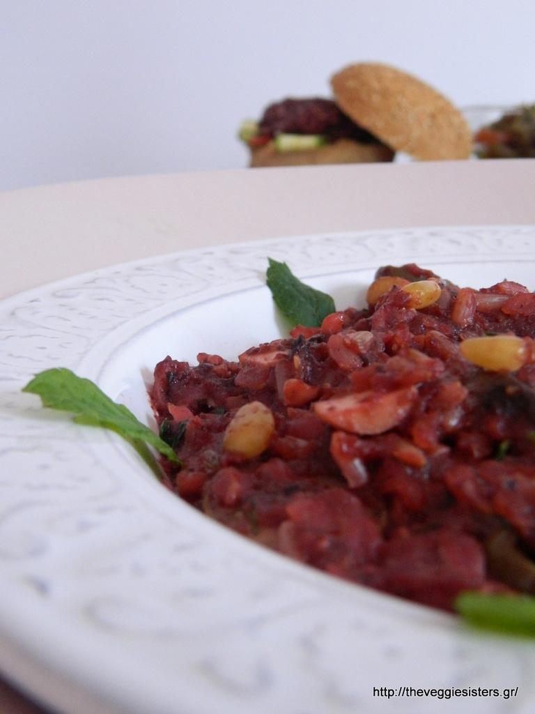 χορτοφαγικά μπιφτέκια με καστανό ρύζι κ παντζάρι και μωβ ρύζι στο τηγάνι