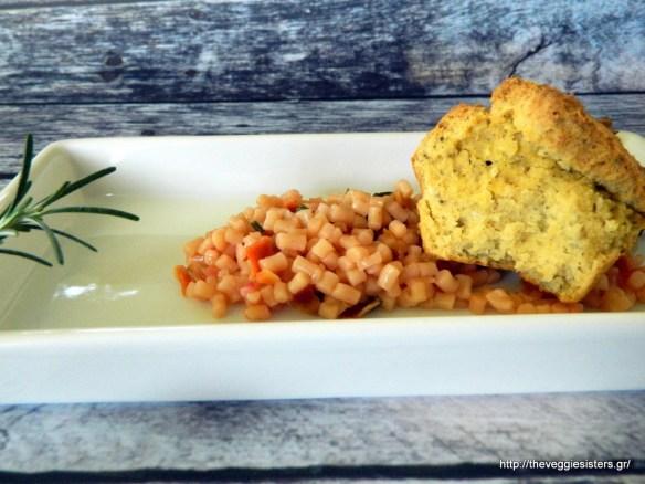 Αλμυρά μάφινς ρεβιθιού με κους κους λαχανικών