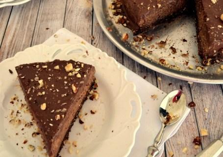 Απίθανη vegan τούρτα σοκολάτα φουντούκι