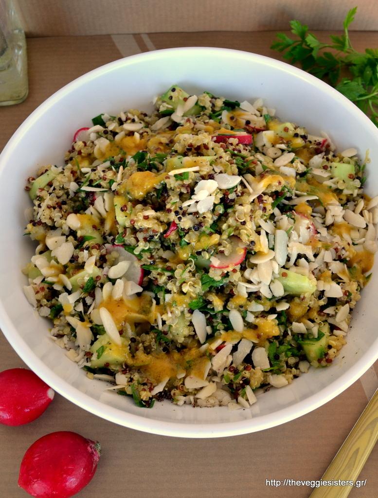 Αρωματική σαλάτα με κινόα, λαχανικά κ σκορδάτη σάλτσα μουστάρδας-Aromatic quinoa salad with garlicky mustard sauce