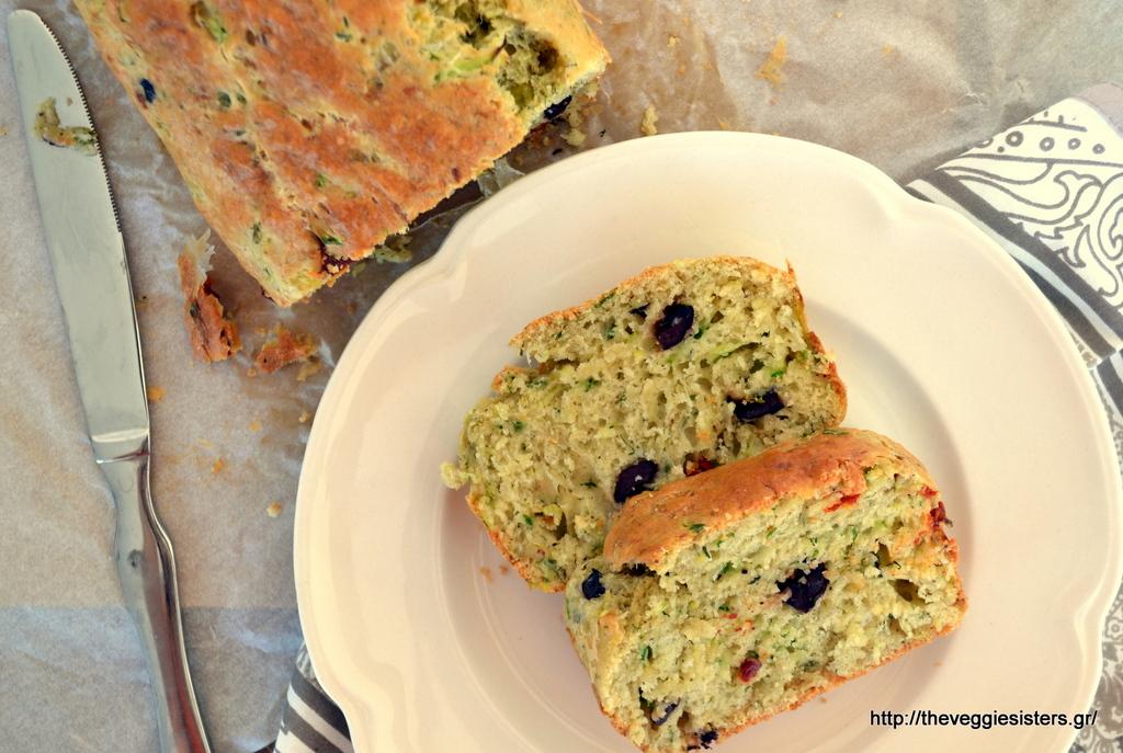 μεσογειακό κέικ κολοκυθιού με ημίλιαστα ντοματίνια κ ελιές