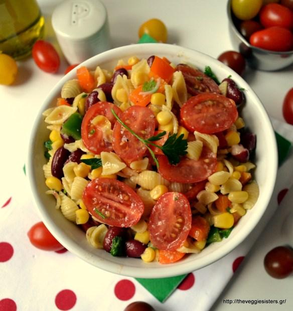 Δροσιστική σαλάτα με ζυμαρικά, λαχανικά κ κόκκινα φασόλια – Refreshing pasta salad with veggies and red beans