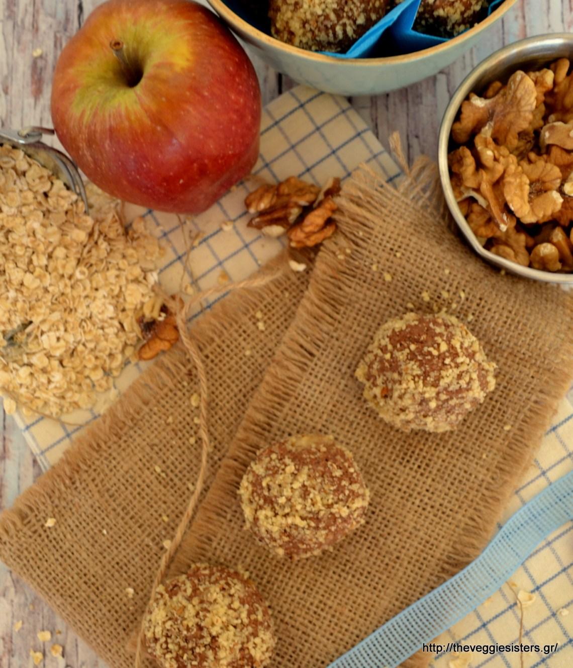 Σοκολατένια τρουφάκια βρώμης με μήλο κ καρύδι! - Vegan chocolate oat apple walnut truffles.