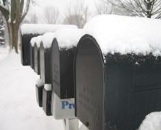 snow-mailbox