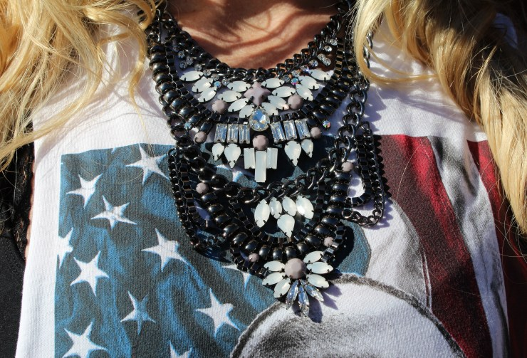 The Vintage Blonde - Statement necklace + graphic tee
