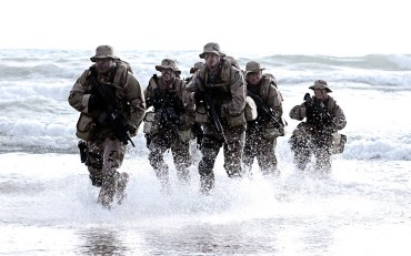 Navy-SEALs-in-water