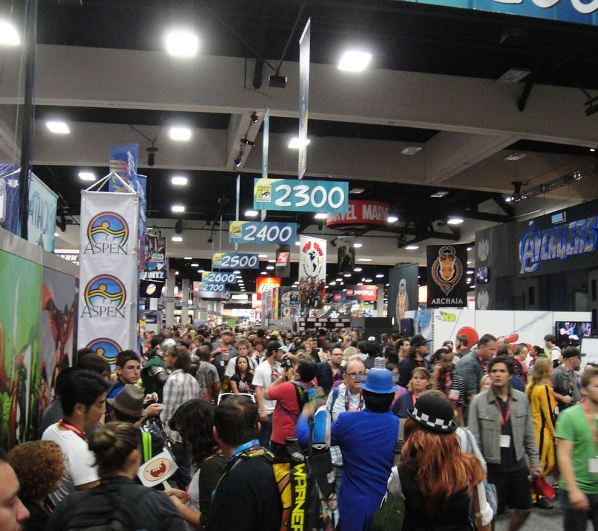 San_Diego_Comic-Con_2011_-_crowds_in_the_Exhbition_Hall_(6039797182)