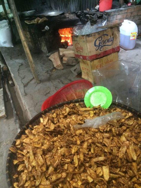 Fresh and crunchy banana chips with ginger