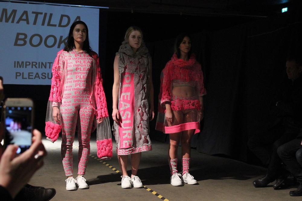 Borås Textilhögskolan håller visning i lokaler på Frihamnen